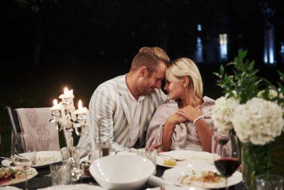 romantyczna kolacja w ogrodzie